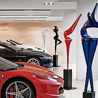 Marion Bürklé expose chez Ferrari - Aston Martin Cannes