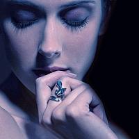Nina, Bague en Or 18 carats et diamant, signée Marion Bürklé